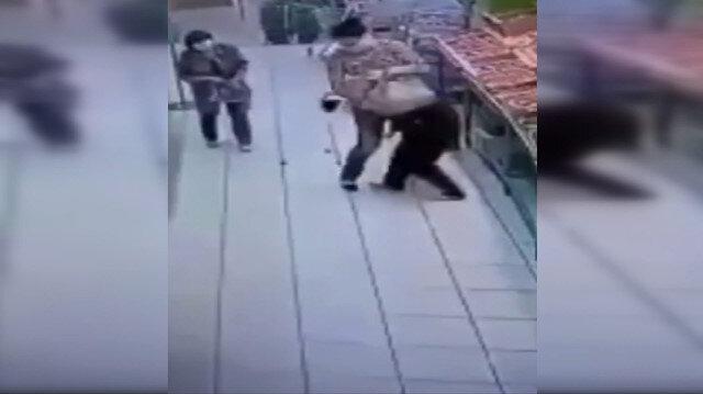 Rusya'da bir kadın girdiği marketteki reyon görevlisini defalarca bıçakladı