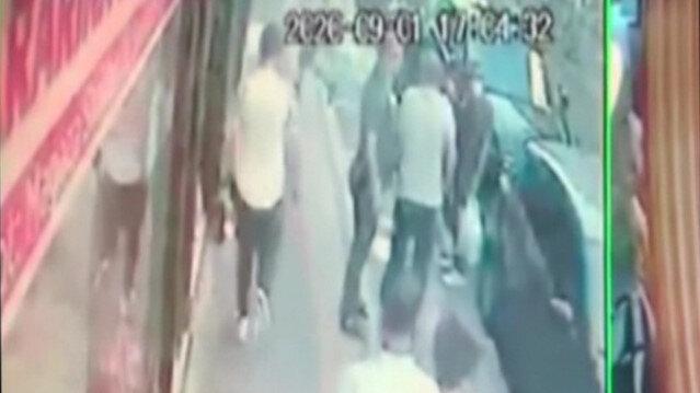 Sahte dolarları satarken polis bastı: Dolarları saçarak kaçmaya çalıştı