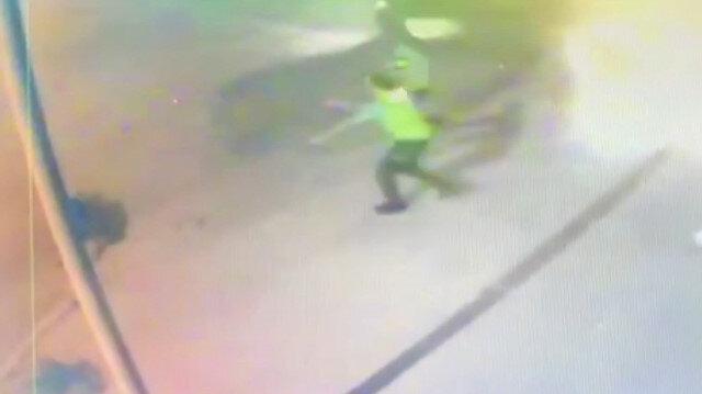 Çalıntı araçla kaçan şüpheliler kaza yapınca yakalanmamak için polise pompalı tüfekle ateş açtı