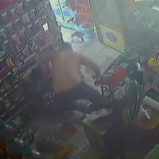 Skandal görüntüler: Yarı çıplak markete girip sözlü taciz ettiği kadını tekme tokat dövdü