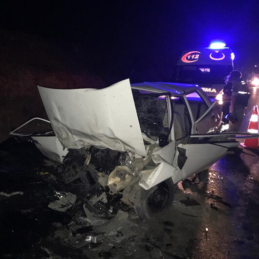 Gaziantepte araçların birbirine girdiği feci kazada 4 kişi hayatını kaybetti