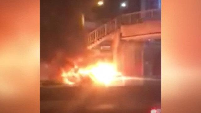 Kocaeli'de seyir halindeki minibüs alev alev yandı