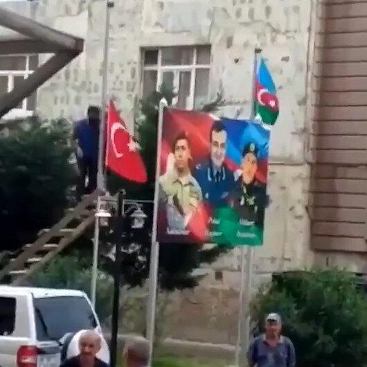 Azeri vatandaş Türk Bayrağını indirmek isteyen küstahı uyardı: Dokunursan seni vururum!