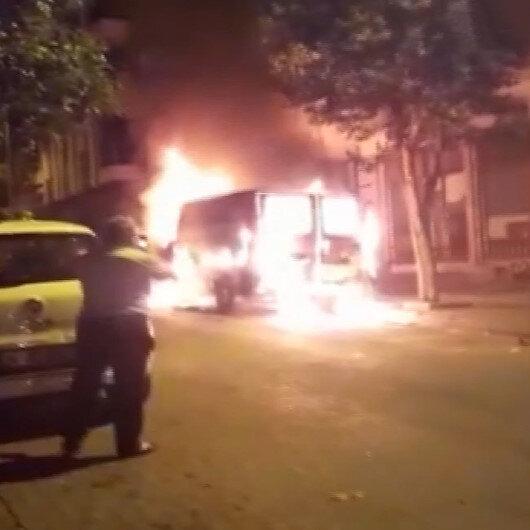 İstanbulda panelvan minibüs sokak ortasında alev alev yandı