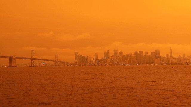 ABD'deki yangınlar gökyüzünü turuncuya bürüdü