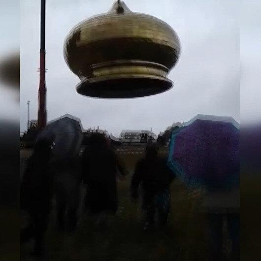 Rusyada inşaat halindeki kilise kubbesinin vinçten düştüğü anlar