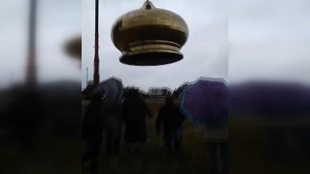 Rusya'da inşaat halindeki kilise kubbesinin vinçten düştüğü anlar
