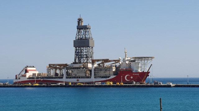 Türkiye'nin üçüncü sondaj gemisi 'Kanuni' kırmızı beyaza boyandı, Türk bayrağı işlendi
