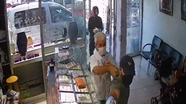 Adana'daki kuyumcu soygunu anbean güvenlik kamerasında