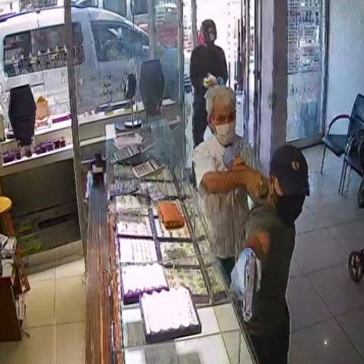 Adanadaki kuyumcu soygunu anbean güvenlik kamerasında