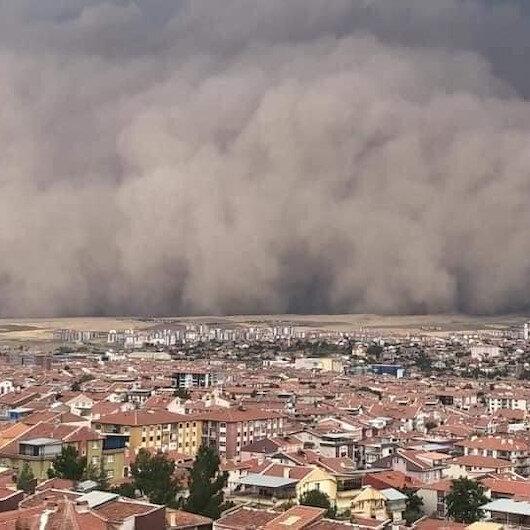 Ankaradaki kum fırtınası paniğe neden oldu: O anlar kameralara böyle yansıdı