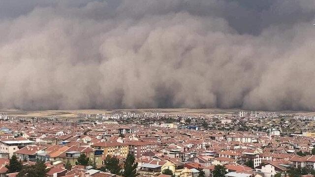 Ankara'da inanılmaz görüntü: Kum fırtınası nedeniyle gündüz geceye döndü