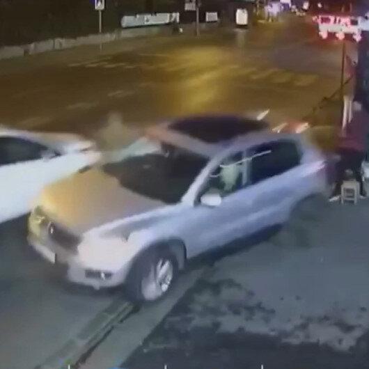 Ortaköy'de otoparka gireceği esnada otomobilin çarptığı cip çalışanların üzerine uçtu