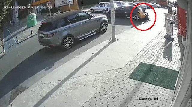 Büyükçekmece'de motosikletli kurye geri manevra yapan aracın altında kaldı