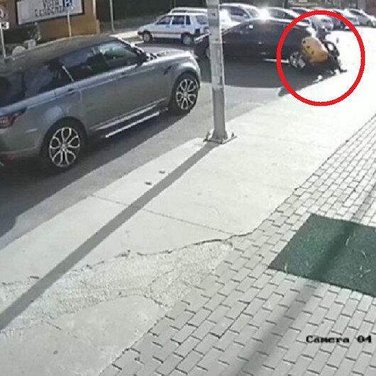 Büyükçekmecede motosikletli kurye geri manevra yapan aracın altında kaldı
