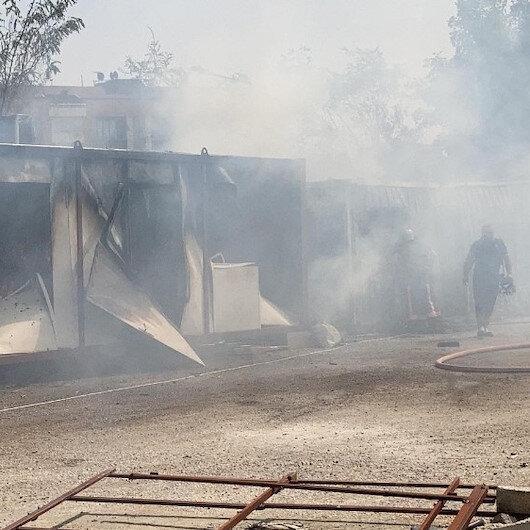 Elazığ'da okul şantiyesinde çıkan yangında konteynerler küle döndü