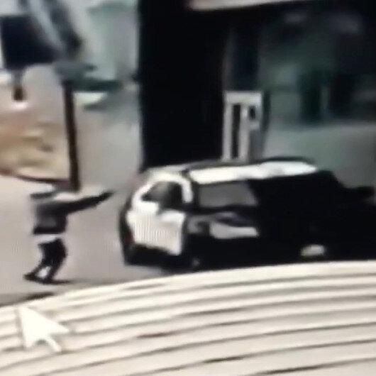ABD'de devriye aracındaki 2 polise silahlı saldırı anı kamerada