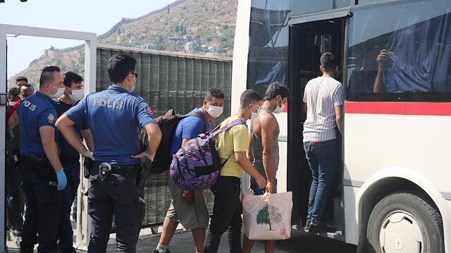 Ege Denizi'nde kurtarılan göçmenlerin geçişini organize ettiği iddia edilen 3 kişi tutuklandı