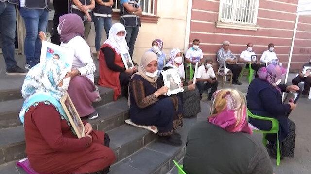 CHP önce HDP'yi sonra evlat nöbeti tutan aileleri ziyaret etti: Aileler tepki göstererek 'izin almak için içeri girdiler' dedi