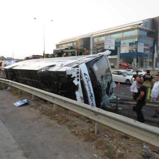 Pendikte yolcu otobüsü devrildi