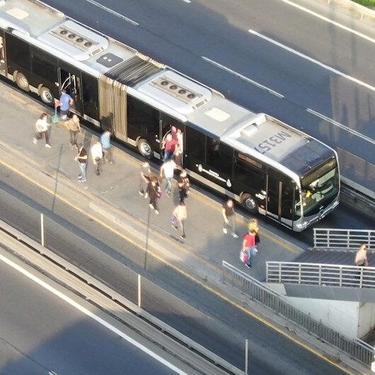 İstanbulda ulaşım araçlarının yoğunluğu böyle görüntülendi