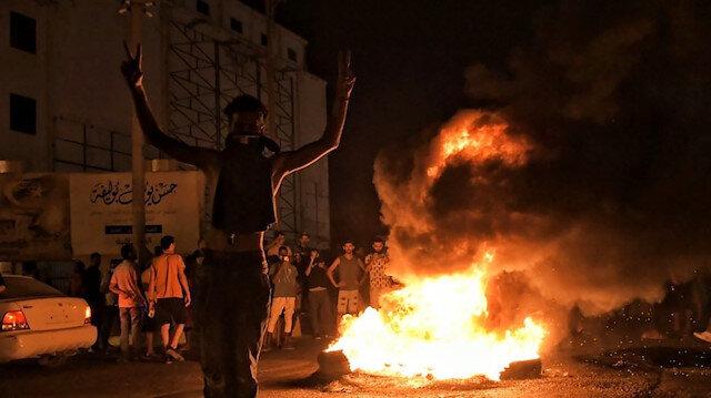 Libya'da göstericiler tarafından binası yakılan Hafter'e bağlı 'sözde hükümet' istifa etti