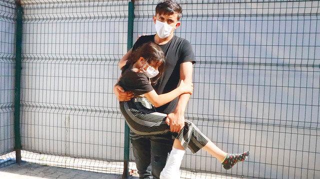 Yunan askeri sınırda mültecileri vurdu: Türk polisi bize sahip çıktı ve kardeşimi hastaneye götürdü
