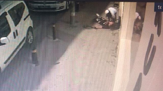 Esenyurt'ta sokak ortasında kız kavgası kamerada