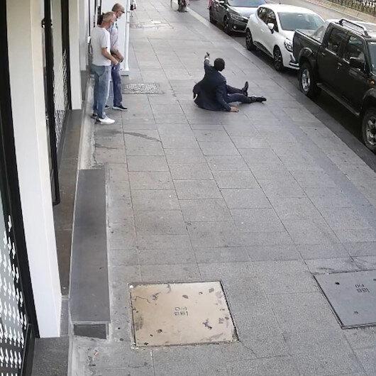 Fatihte vatandaşlar silahlı saldırının ortasında kaldı: Vurularak düşen adam silahını çekerek saldırgana ateş etti