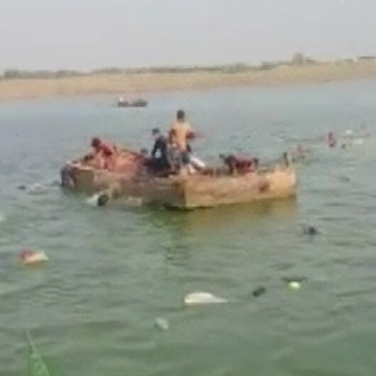 Hindistan'da tekne alabora oldu: 14 ölü