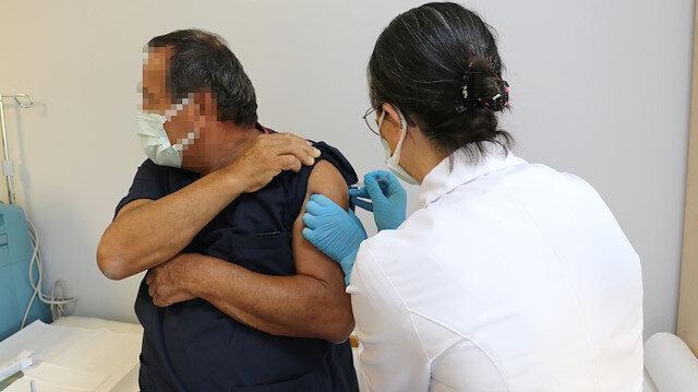Türkiye'de tarihi gün: Koronavirüs aşısında ilk gönüllü uygulaması yapıldı