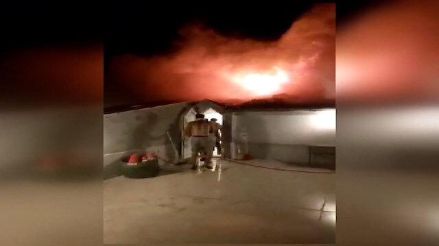 Balıkesir'de binanın çatısında çıkan yangın korkuttu: Apartman sakinleri son anda dışarı çıktı
