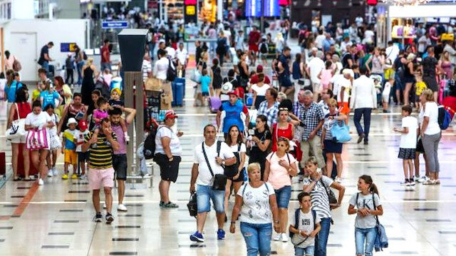 Türkiye'ye Rus turist akını: Ağustosta 225 bini buldu, sezon kasıma kadar uzayacak