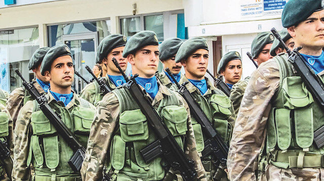 Türkiye korkusu: Yunanistan'da askerlik 3 ay uzuyor