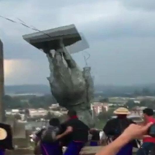 Kolombiyada halk sömürgenin sembollerinden olan İspanyol subayın heykelini yıktı
