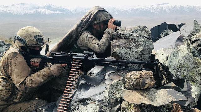 Barış Pınarı ve Fırat Kalkanı bölgelerine taciz ateşi açan ve sızma girişiminde bulunan 11 terörist etkisiz hale getirildi