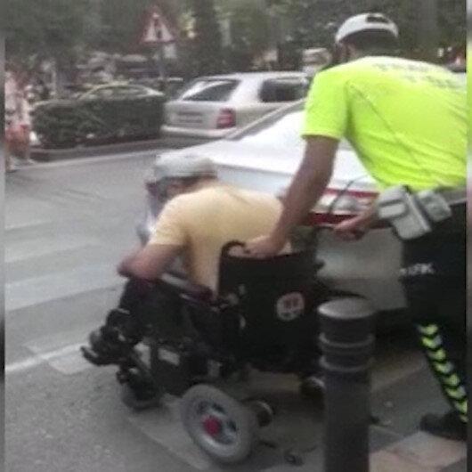 Yaya geçidine park eden araç yüzünden mağdur olan engelli vatandaşın imdadına polis yetişti
