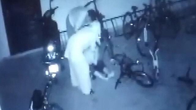 Apartman garajında komşularının on yaşındaki çocuğunu öldüresiye döven cani çift kamerada