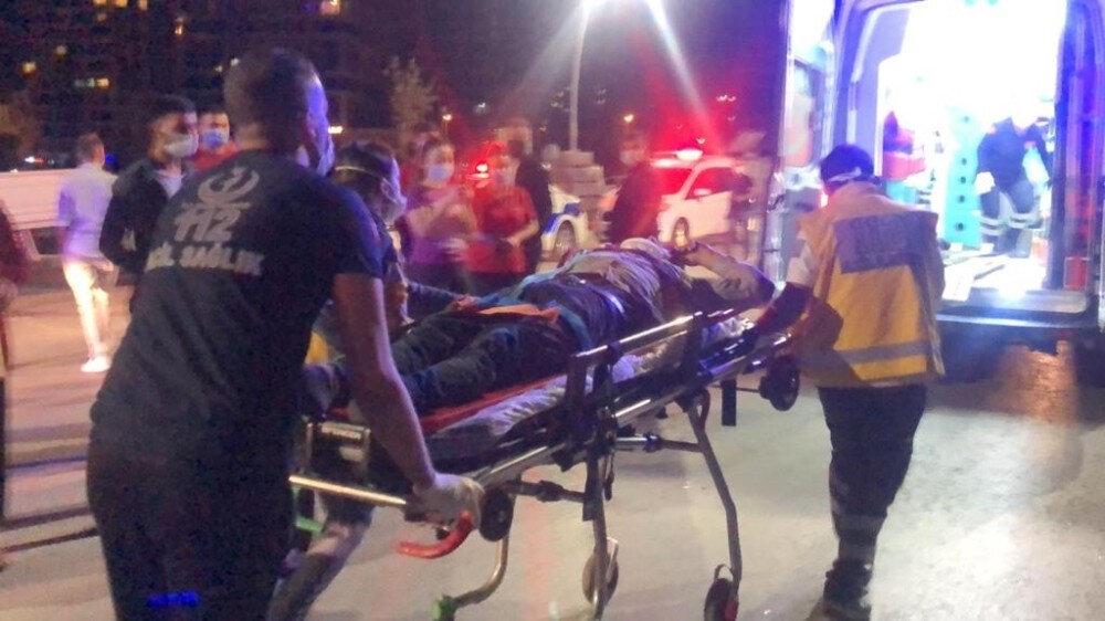 Kazada bir kişi olay yerinde hayatını kaybetti, ikisi ağır dört kişi yaralandı.