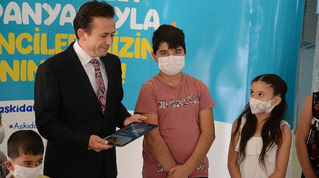 Tuzla'da 'Askıda Tablet' projesiyle ihtiyaç sahibi öğrenciler tabletlerine kavuşuyor: Online olmayan ev kalmayacak