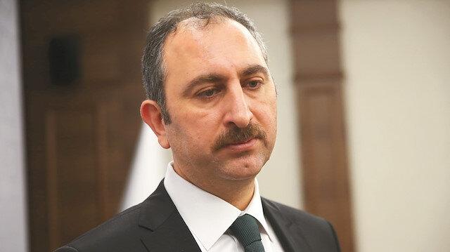 Adalet Bakanı Gül, Halil Sezai'ye tepki gösterdi: Yaptığı vandallık