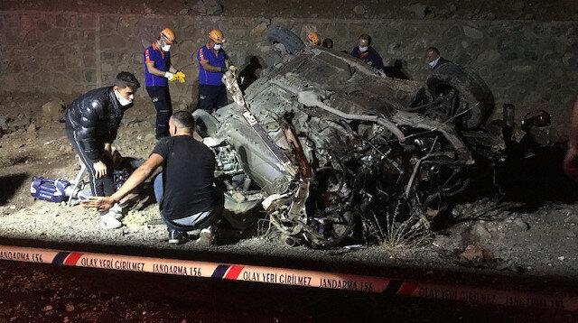 Araba virajdan çıkınca olanlar oldu: 3 ölü, 2 yaralı