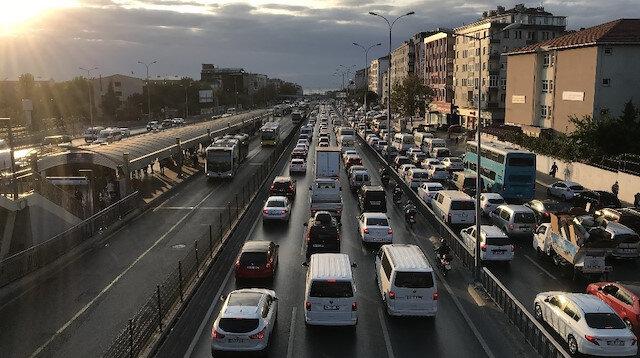 Okullar açıldı: E-5'te trafik yoğunluğu oluştu