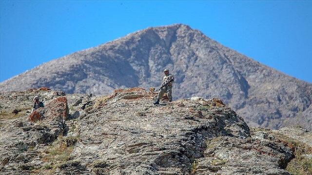 Van Valiliğinden Çatak ilçesi kırsalındaki terör operasyonuna yönelik açıklama: Kaçarken kayalık alanda düşüp yaralandı