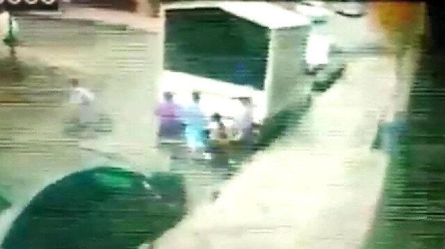 Bağcılar'da çocuklar oyun oynadıkları kamyonun kasasını ateşe verdi
