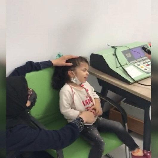 Cumhurbaşkanı Erdoğan, 10 yaşında ilk kez duyan Fatmanın işitme engelli kardeşi Sara için talimatı verdi