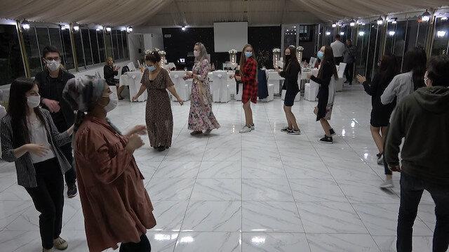 Tokat'ta sosyal mesafeli halay