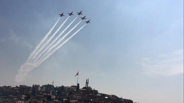 Türk Yıldızları TEKNOFEST için Gaziantep semalarında