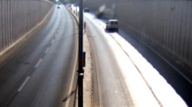 Virajı alamayan sürücü duvara çarparak takla attı