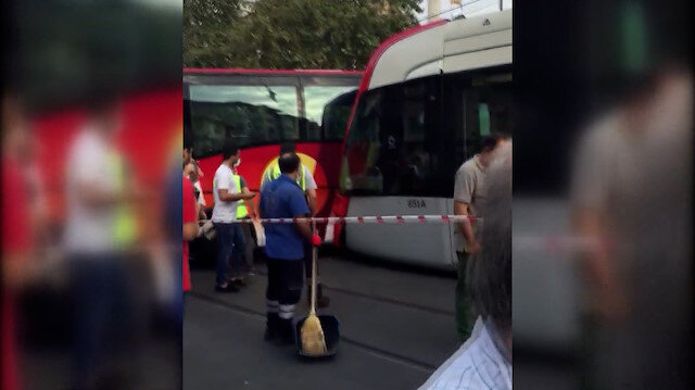 Laleli'de tramvay ile tur otobüsü çarpıştı